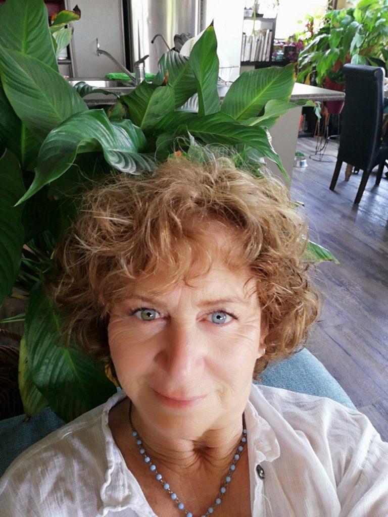 Artist Marlene Shores